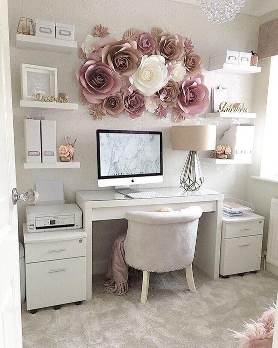 Mesa de estudo para quarto branco e clean
