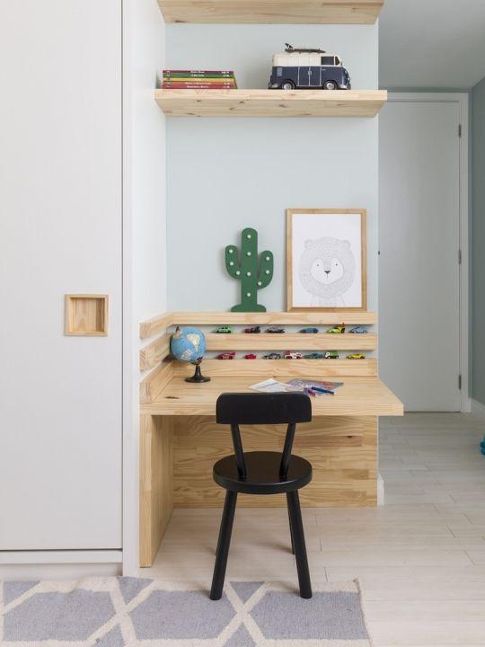Mesa de estudo pequena para quarto infantil