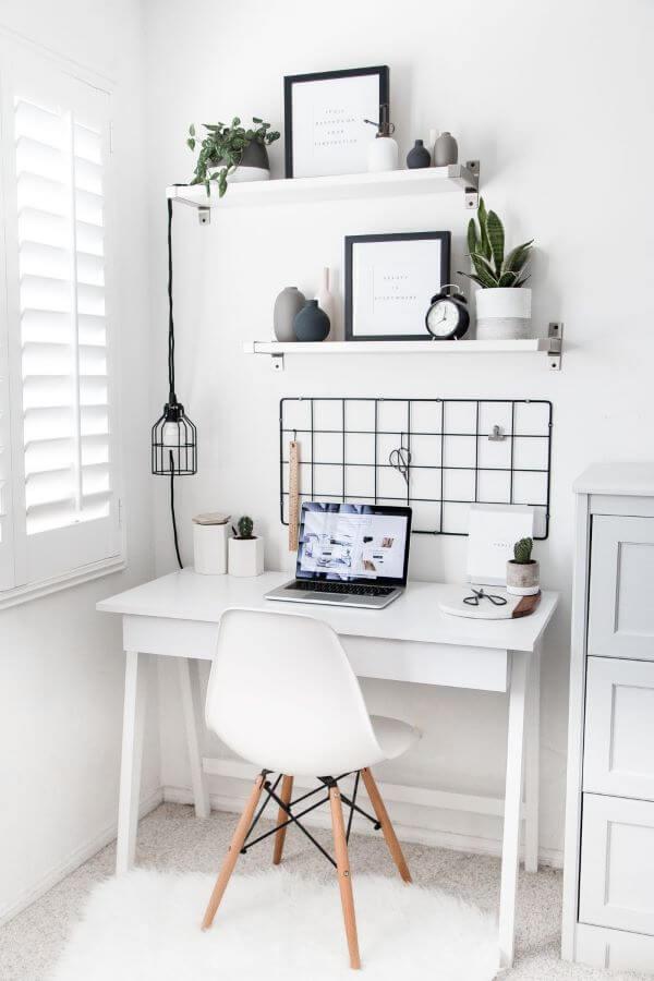 Mesa de estudo branca para decoração clean