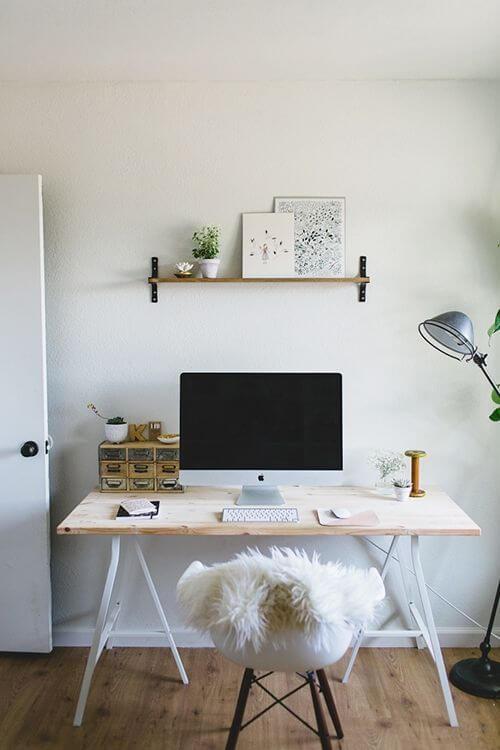 Mesa de estudo simples de madeira
