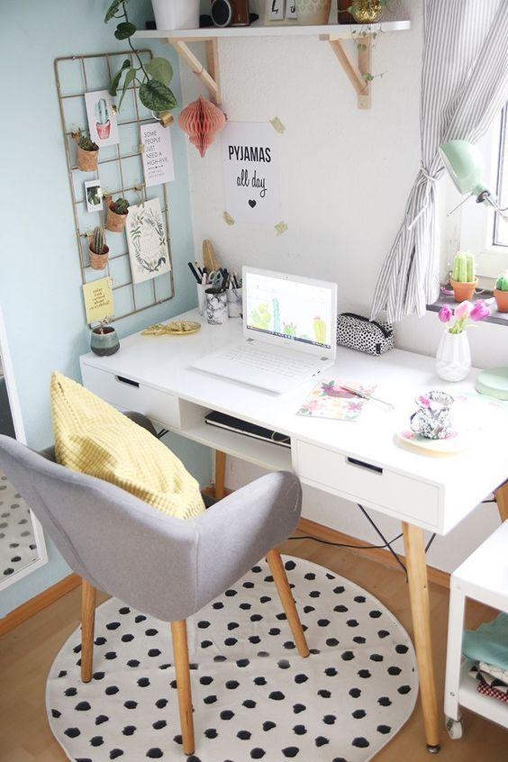 Mesa de estudo pequena
