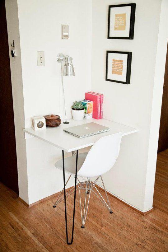 Mesa de estudos branca para espaços pequenos