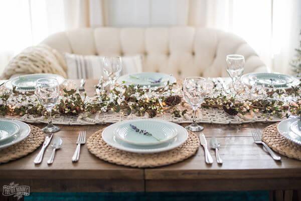 Mesa de natal com sofá branco combinando
