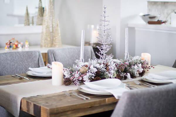 Decoração simples com mesa de natal