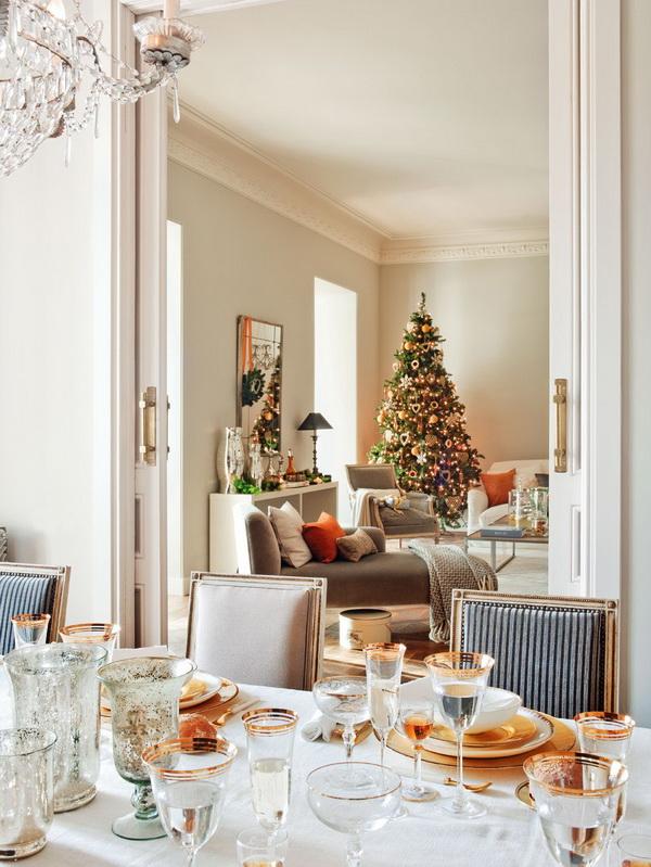 Mesa de natal decorada com detalhes em dourado
