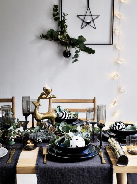 Mesa de natal preto e dourado