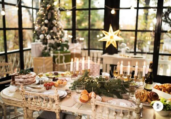 Mesa de natal rústica com centro de mesa