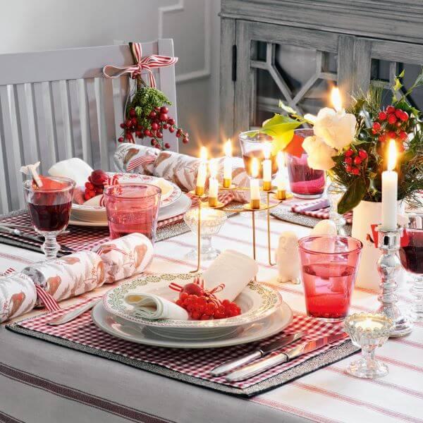Mesa de natal simples na cor vermelha