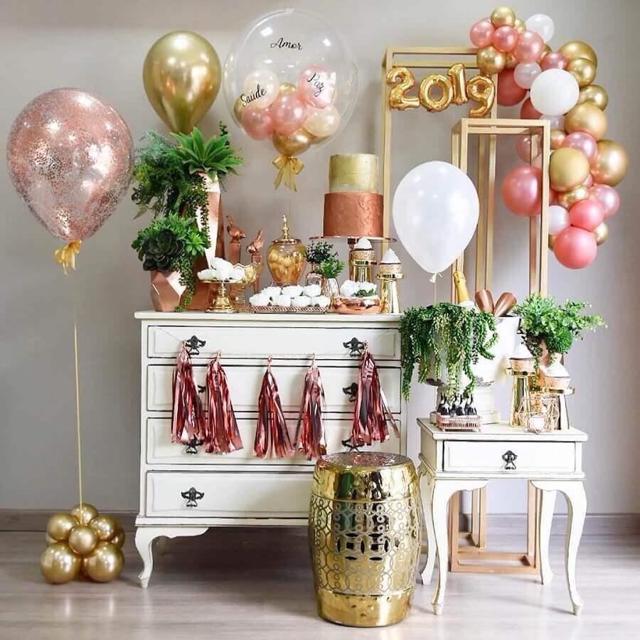 mesa decorada para festa de réveillon dourada e rose gold Foto Pinterest