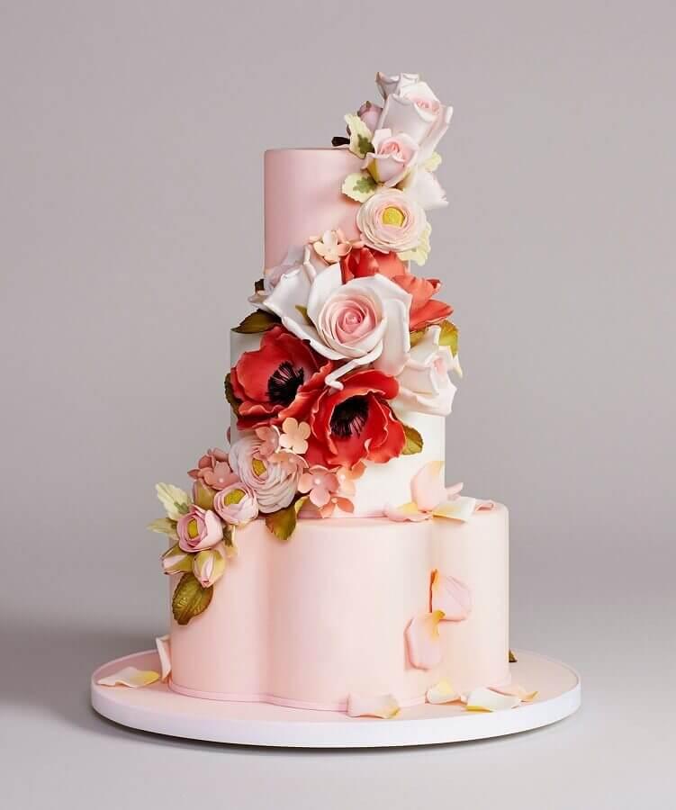 modelo de bolo de casamento com formato diferente Foto Wedding Blog Brasil