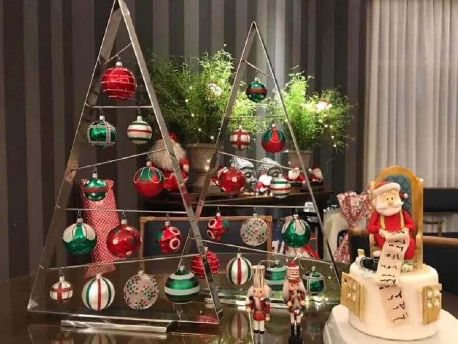 modelo diferente de árvore de Natal pequena decorada Foto Design Inside