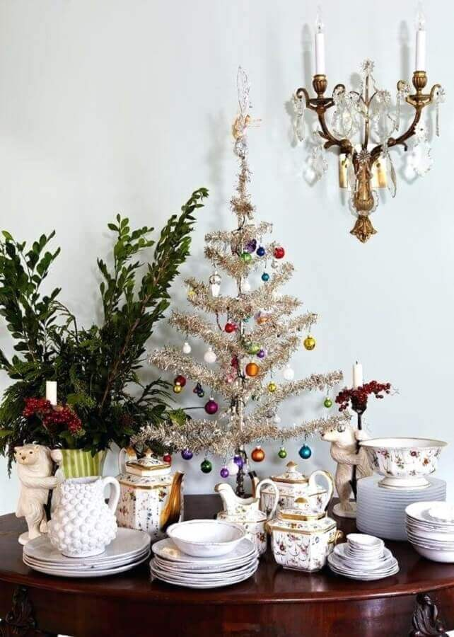 modelo simples de árvore de natal pequena decorada Foto Pinosy