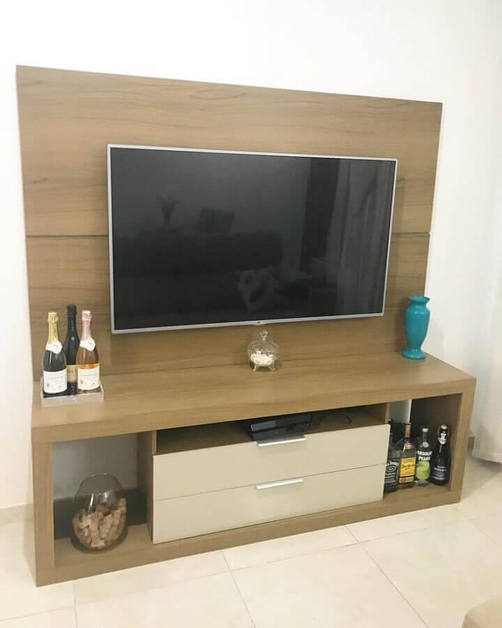 modelo simples rack com painel de madeira Foto Nosso Lar 420