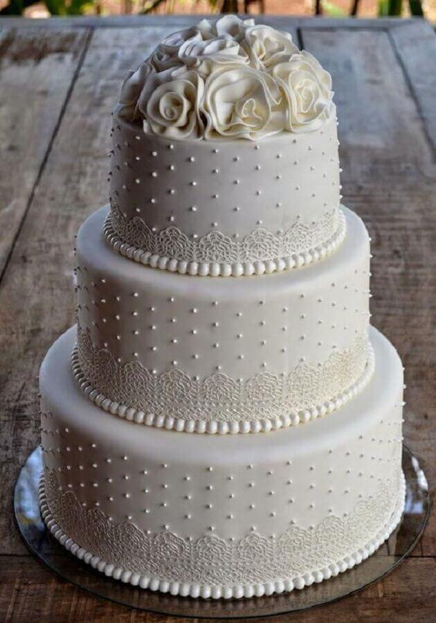 modelo tradicional de bolo de casamento branco Foto Nozze in Fiera