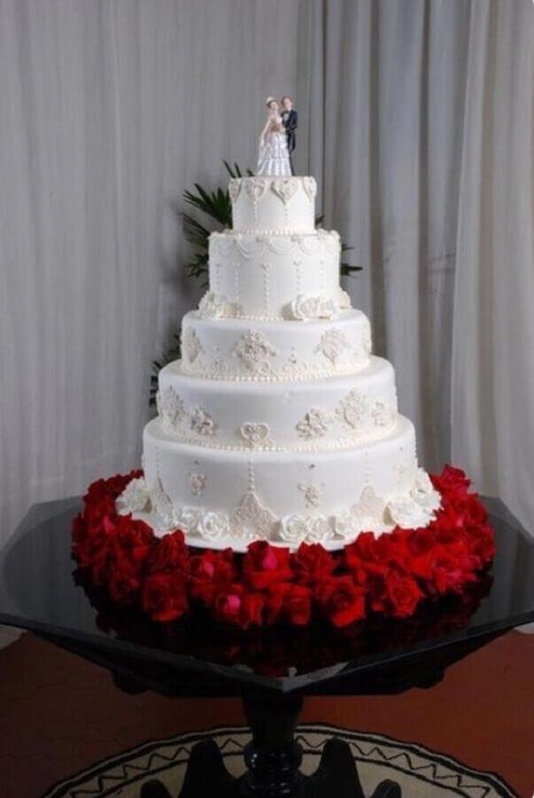 modelo tradicional de topo de bolo casamento Foto LuvCakes