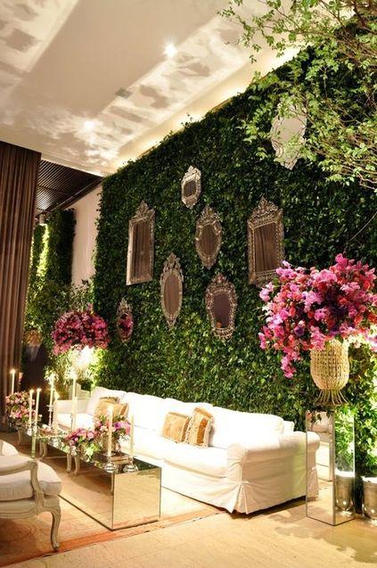 muro inglês - sala fake com muro florido