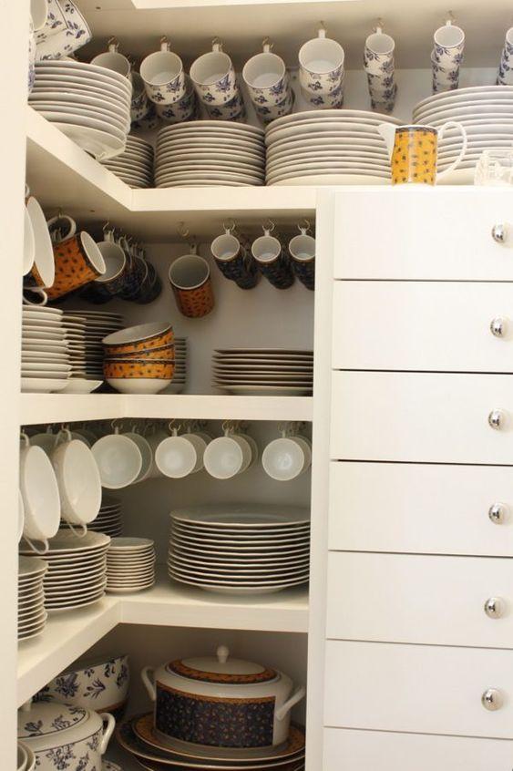 organizadores de cozinha - armário de louças com ganchos