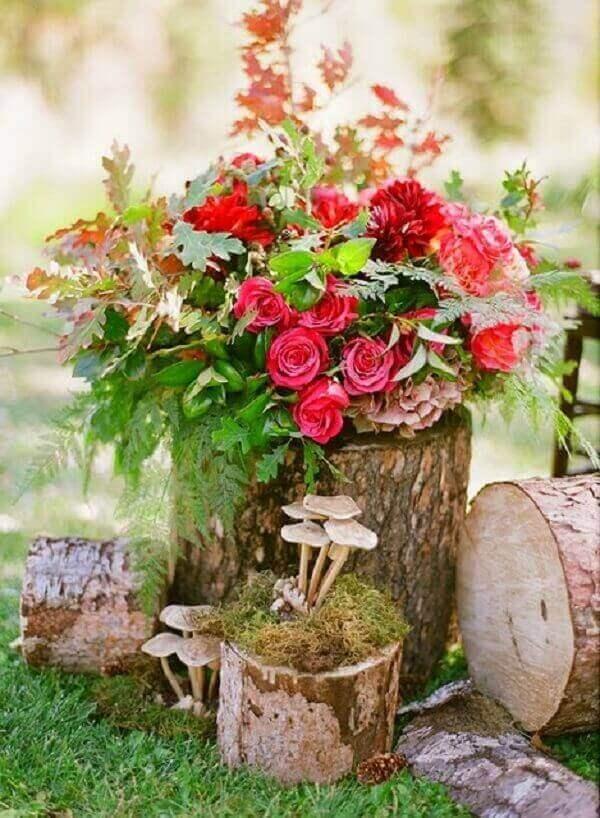 Troncos de árvore podem formar lindos enfeites para jardim