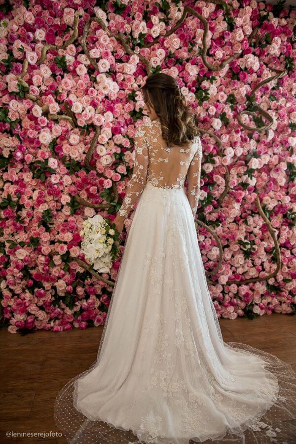 Painel de flores para casamento em tons de rosa