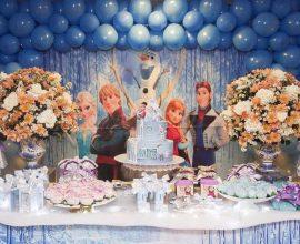 painel para festa infantil da frozen Foto Artes com a Mão