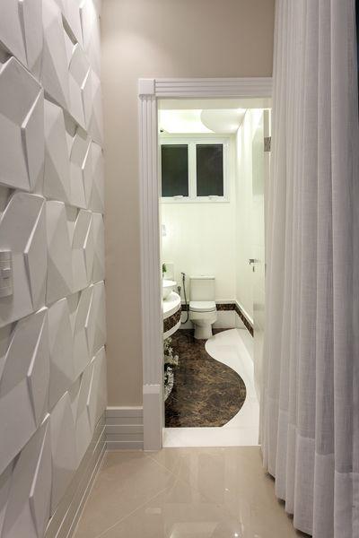 parede 3d - revestimento 3d branco e cortina com tecido claro
