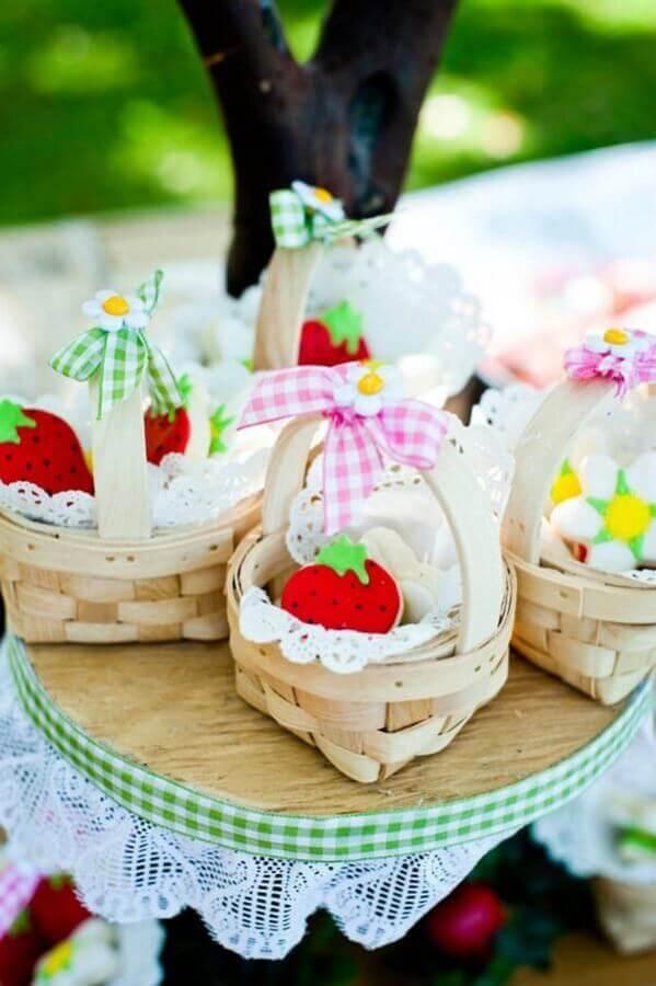 pequenas cestinas para lembrancinha de picnic Foto Pinosy