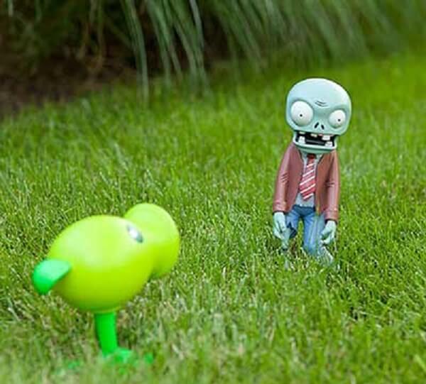 """Personagens famosos do """"Plants e Zumbis"""" podem compor a decoração do seu jardim"""