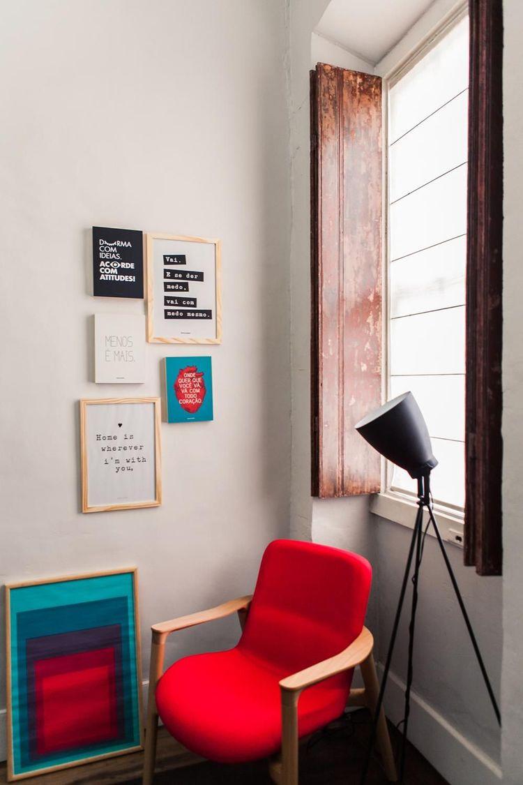 poltrona vermelha - luminária de piso e poltrona vermelha