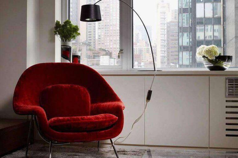 poltrona vermelha - poltrona vermelha e tapete felpudo - Patrícia Martinez