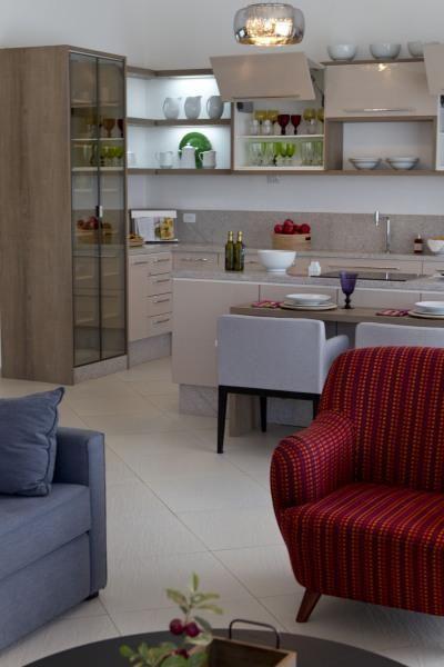 poltrona vermelha - sala de estar com poltrona vermelha simples