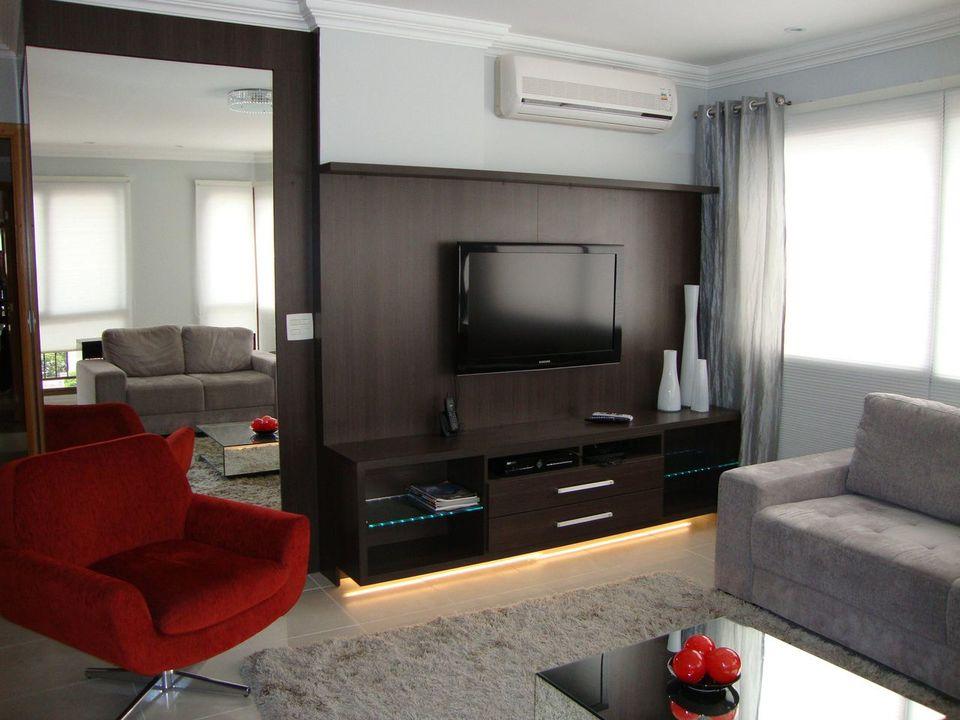 poltrona vermelha - sala de estar pequena com poltrona vermelha