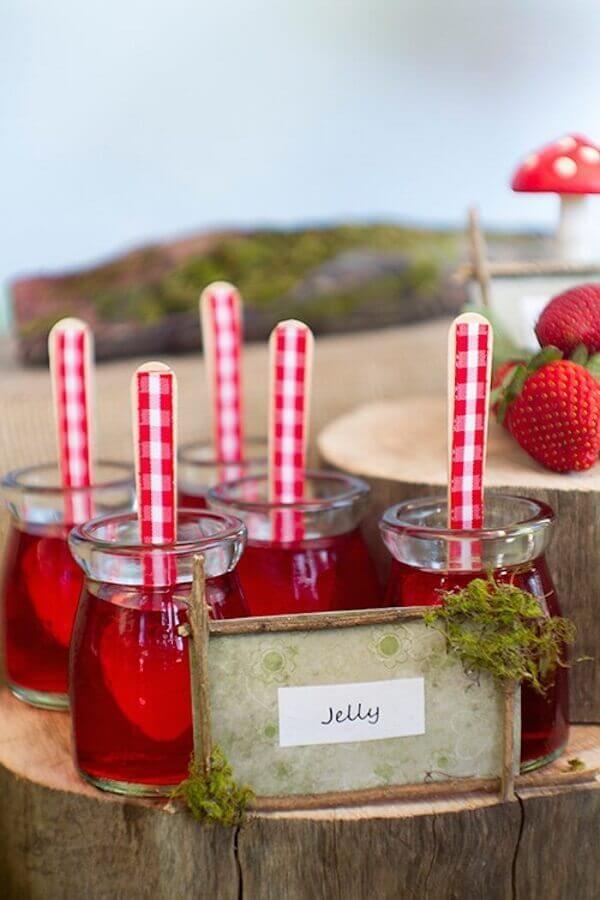 potinhos de gelatina para festa piquenique Foto Kara's Party Ideas