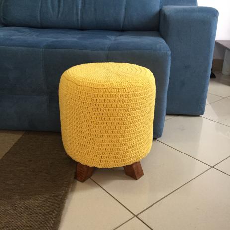 Puff de crochê amarelo