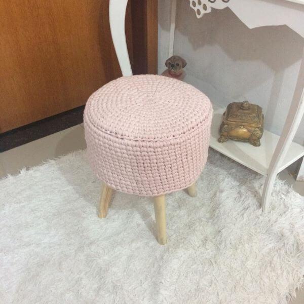 Puff de crochê cor de rosa
