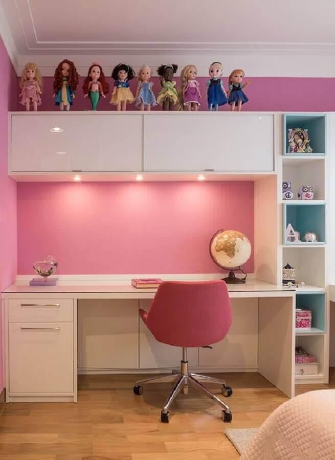 quarto de menina decorado com cadeira giratória rosa Foto Pinosy
