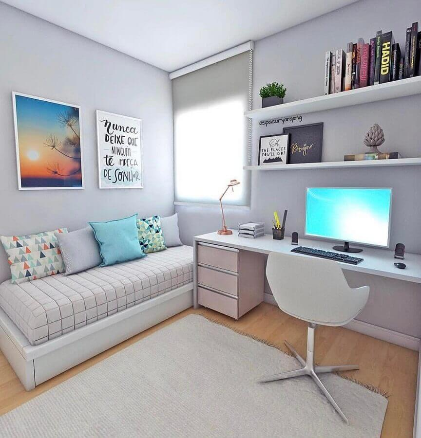 quarto decorado com bancada de estudo e cama box bau solteiro Foto Decohoms