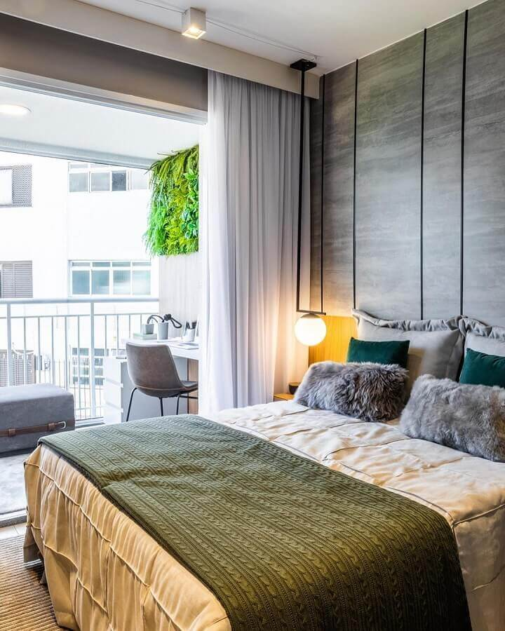 quarto decorado com roupa de cama verde musgo Foto Claudia Albertini Arquitetura