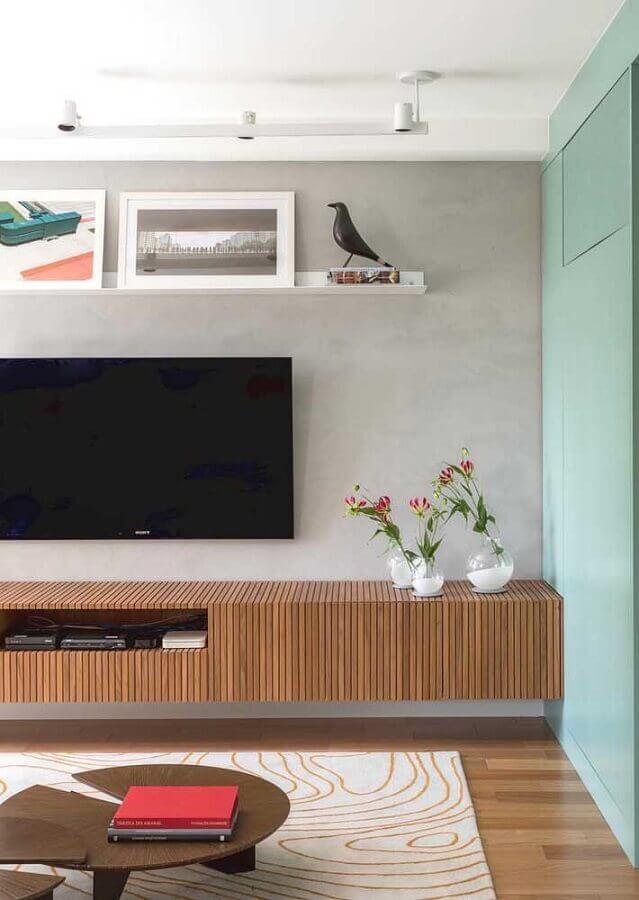 rack de madeira moderno para sala decorada com cimento queimado Foto Pinterest