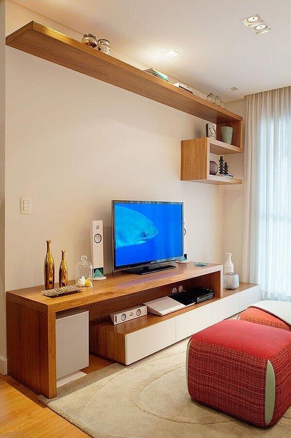 rack de madeira moderno para sala decorada em tons neutros Foto Decostudio