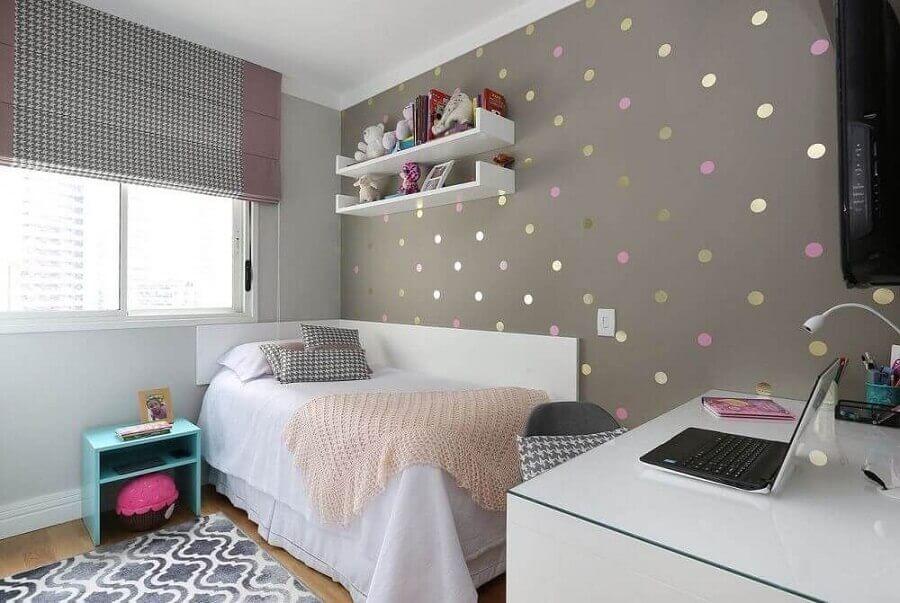 saia para cama box solteiro para quarto feminino com papel de parede de bolinhas coloridas Foto Esther Zanquetta
