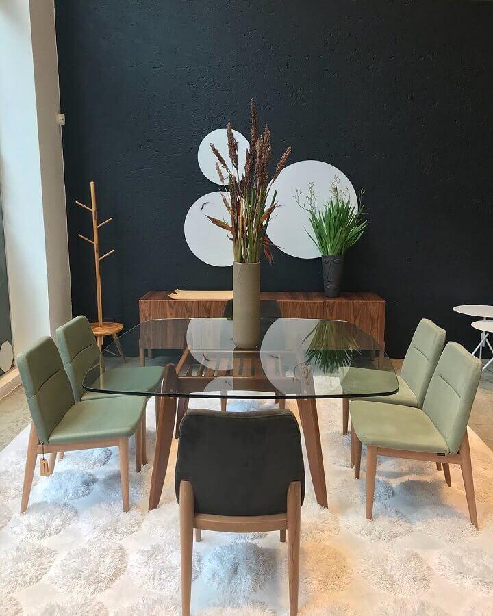 sala de jantar moderna com mesa de vidro e cadeiras verde musgo Foto Gabriela Toledo Arquitetura