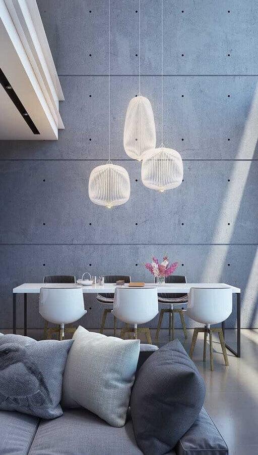 sala de jantar moderna decorada com cadeira giratória branca Foto Pinterest