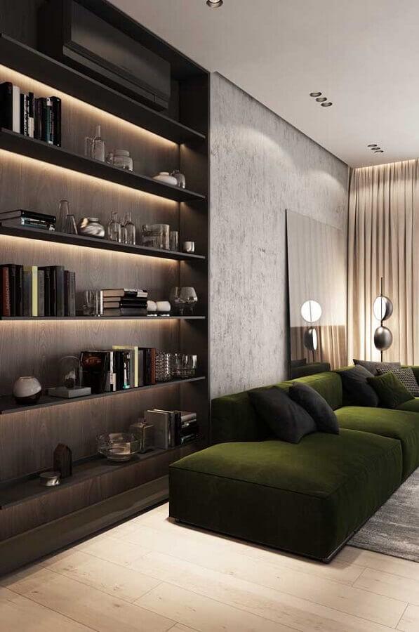 sala moderna decorada com sofá verde musgo e estante planejada Foto Behance
