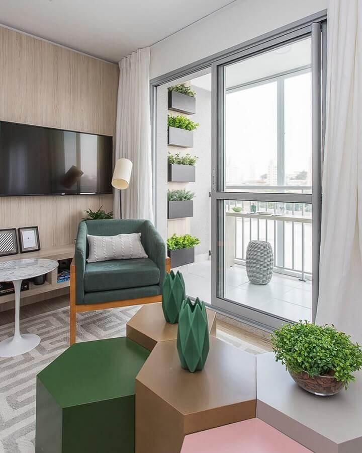 sala moderna decorada na cor verde musgo e bege Foto Sesso e Dalanezi Arquitetura