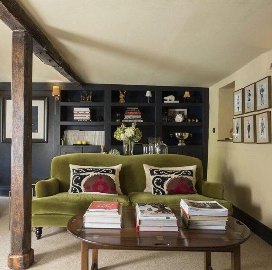 sofá verde musgo  Foto Interiors of Lytham