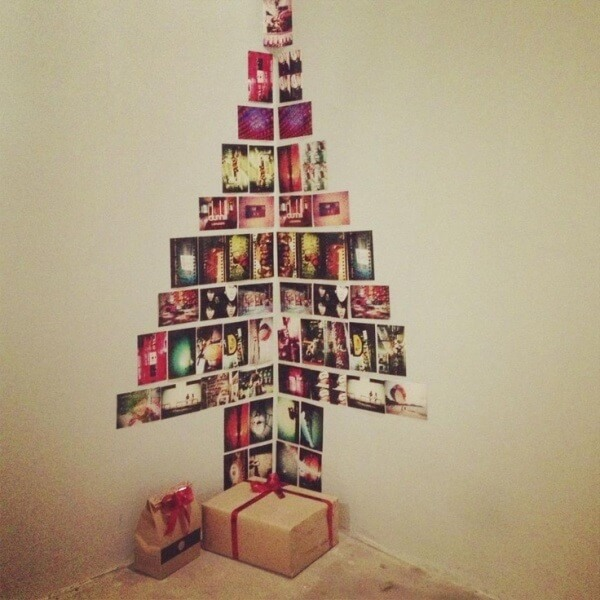 Ideia de enfeites de natal feito com fotos colocadas na parede