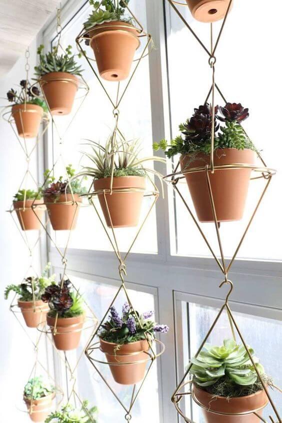 Suporte para plantas moderno em formato geométrico
