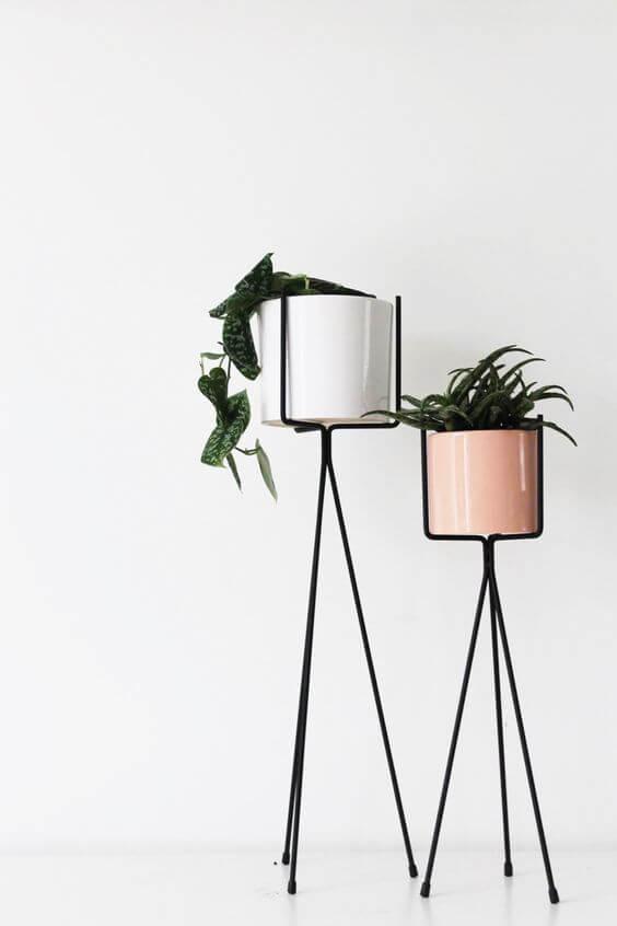 Suporte de plantas de ferro para usar na decoração de casa