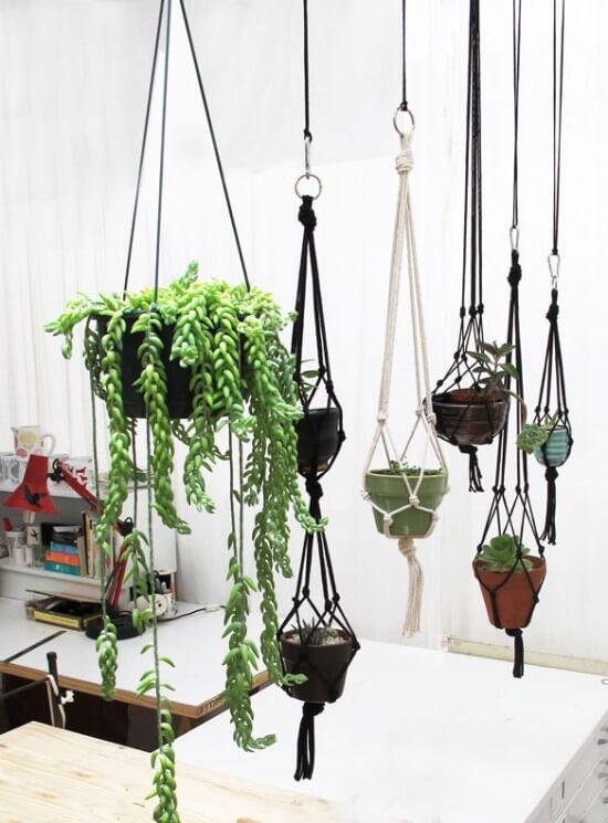 Suporte para plantas decorando a casa