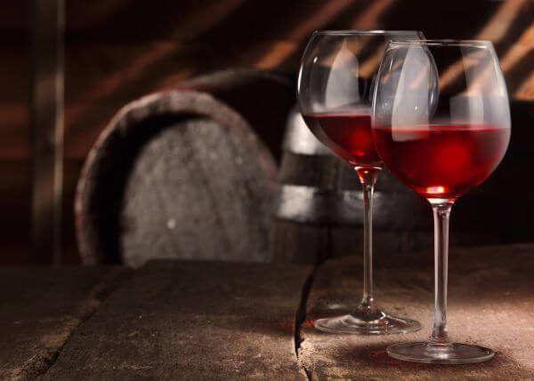 Taça de vinho tinto borgonha e bourdeaux
